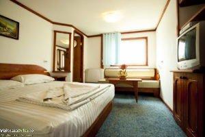 hotel plutitor 4.1