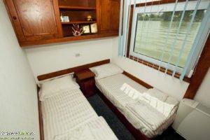 hotel plutitor 5.1