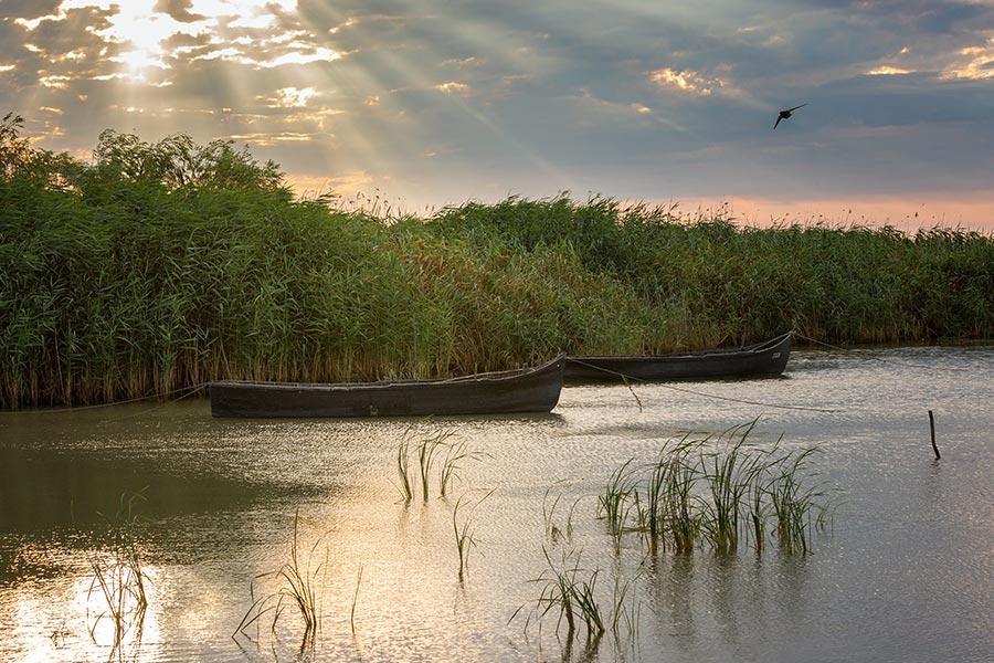 Barci pescaresti in delta dunarii