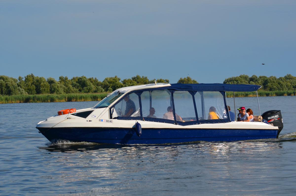 Transport barca Tulcea - Crisan